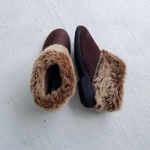 Isotoner slippers faux fur 8.5 - 9 lounge wear
